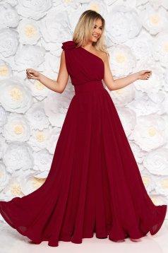 Burgundy Ana Radu egy vállas luxus harang ruha muszlinból virágos díszekkel övvel ellátva