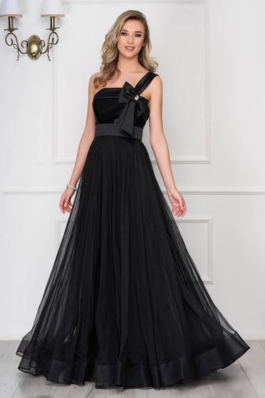 Fekete Ana Radu fátyol ruha alkalmi masni alakú kiegészítővel