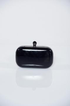 Fekete alkalmi táska fémes kiegészítővel