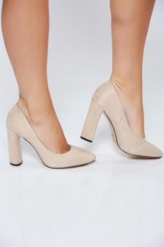 Krém irodai magassarkú cipő műbőrből