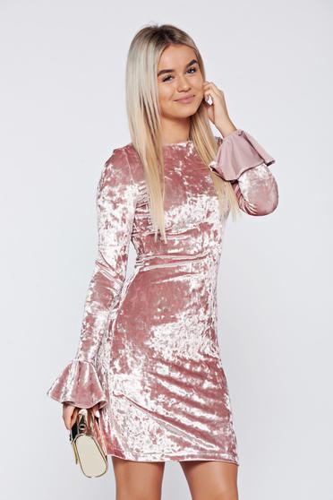 Rózsaszínű StarShinerS bársony alkalmi ruha fodrozott ujjakkal