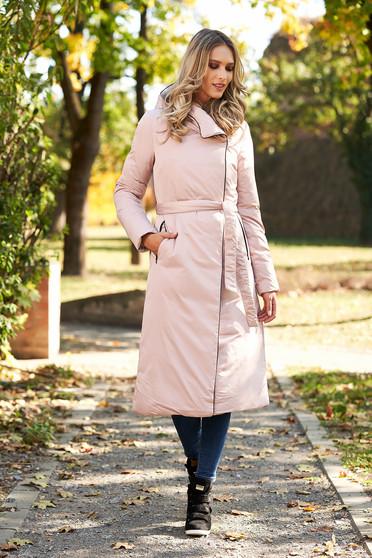 Világos rózsaszínű hosszú fix kapucnis casual dzseki övvel ellátva