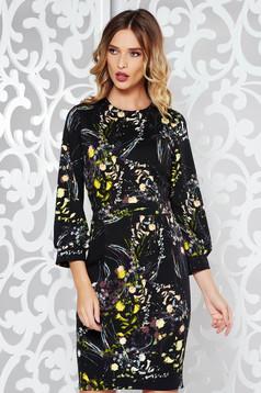 Fekete PrettyGirl virágmintás díszítéssel ceruza ruha