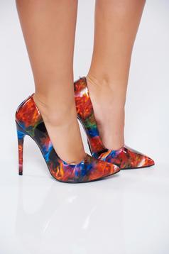 Fekete stiletto elegáns magassarkú cipő lakkozott öko bőrből nyomtatott mintával