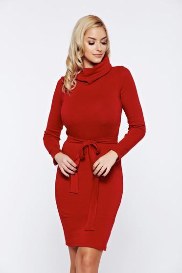 3e0ee5a635 Piros PrettyGirl hétköznapi kötött ruha övvel ellátva