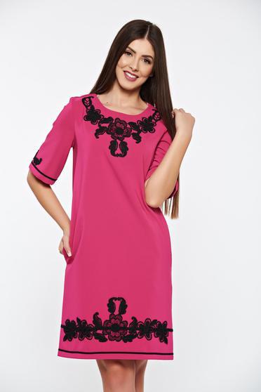 Pink LaDonna elegáns zsebes egyenes ruha hímzett betétekkel enyhén rugalmas anyag