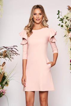 Rózsaszínű hétköznapi a-vonalú ruha fodros ujjakkal enyhén elasztikus szövetből