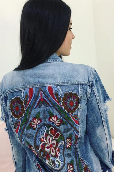 Kék casual zsebes dzseki hímzett farmerarnyagból