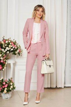 Világos rózsaszínű irodai egyenes szabású zsebes nadrág enyhén rugalmas szövetből