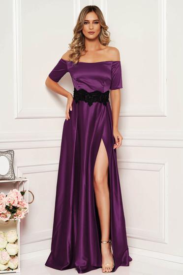 Alkalmi lila Artista ruha szatén anyagból hímzett betétekkel