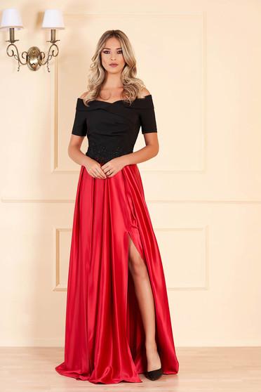 Piros Artista alkalmi ruha hímzett betétekkel szatén anyagból a vállakon harang
