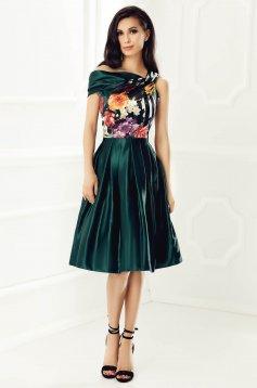 Zöld alkalmi ujjatlan ruha szatén anyagból virágmintás belső béléssel