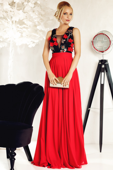 Piros Fofy alkalmi ruha fátyol belső béléssel hímzett betétekkel
