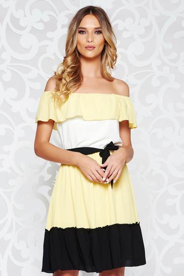 e1851dd69f Sárga LaDonna casual deréktól bővülő szabás ruha a vállakon övvel ellátva