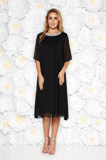 Fekete alkalmi bő szabású ruha lenge anyagból béléssel és csillogó kiegészítőkkel