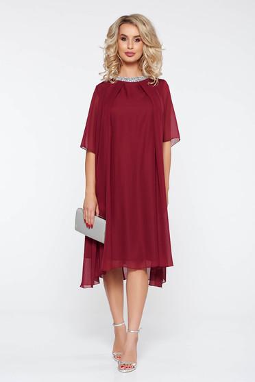 Burgundy alkalmi bő szabású ruha lenge anyagból belső béléssel csillogó kiegészítők