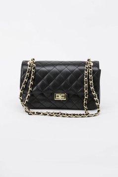 Fekete táska hosszú lánc típusú pánttal