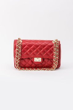 Piros táska hosszú lánc típusú pánttal
