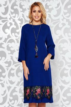 Kék elegáns bő szabású ruha enyhén elasztikus szövet csipke díszítéssel lánccal