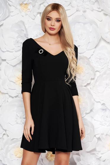 Fekete StarShinerS elegáns harang ruha vékony, rugalmas szövet v-dekoltázzsal öv típusú kiegészítővel
