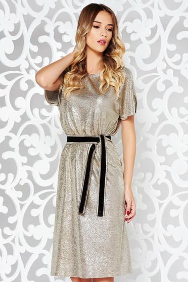 Arany StarShinerS party ruha fémes jellegű anyag belső béléssel övvel ellátva