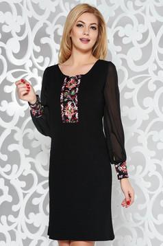 Fekete elegáns bő szabású ruha átlátszó ujj hímzett betétekkel