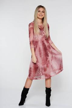 Világos rózsaszínű StarShinerS hétköznapi áttetsző anyagból készült harang ruha béléssel