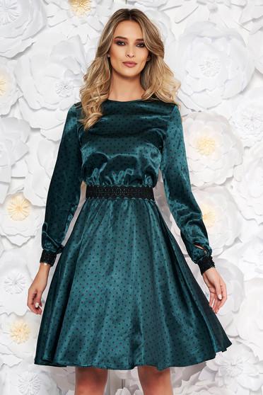 21ed44292403 Zöld StarShinerS elegáns harang ruha szatén anyagból hímzett betétekkel  övvel ellátva