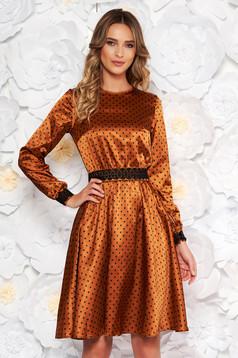 Barna StarShinerS elegáns harang ruha szatén anyagból hímzett betétekkel övvel ellátva