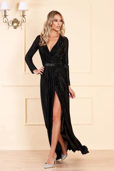 Fekete alkalmi ruha bársonyos anyagból v-dekoltázzsal övvel ellátva