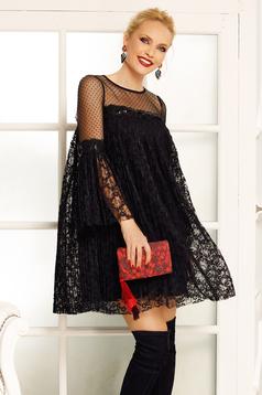 Fekete Fofy alkalmi bő szabású ruha csipkés anyagból belső béléssel harang ujjakkal