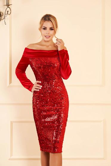 Piros alkalmi ejtett vállú szűk szabású flitteres bársony ruha