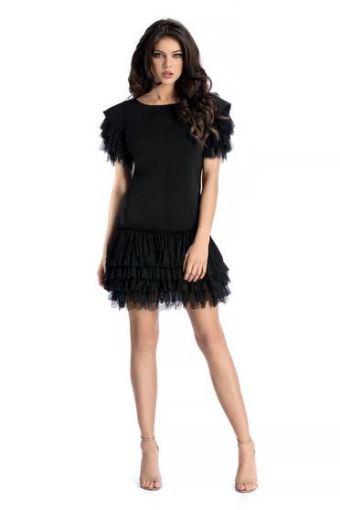 326a132367 Fekete Ana Radu ruha szűk szabás enyhén elasztikus szövet csipke  díszítéssel fodrokkal