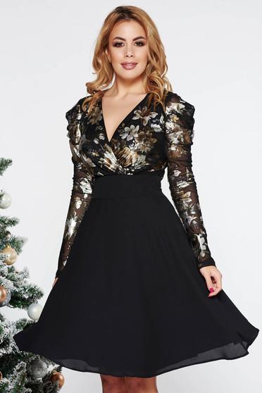 Fekete LaDonna alkalmi harang ruha fátyol anyag belső béléssel fémes jelleggel v-dekoltázzsal