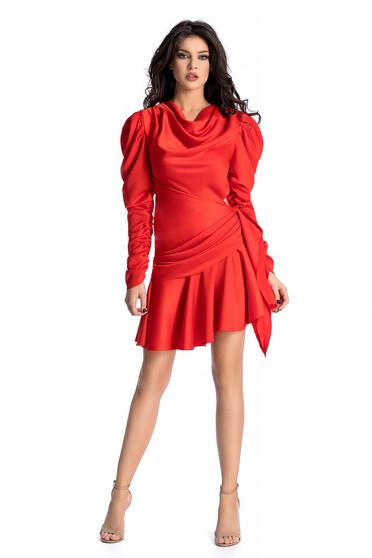 ba1a3789d1 Piros Ana Radu ruha asszimmetrikus szabással szatén anyagból fodrokkal