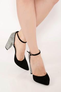 Ezüst sarkú bőr cipő csillogó díszítésekkel