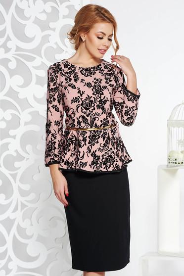 Világos rózsaszín alkalmi női kosztüm enyhén elasztikus pamut öv típusú kiegészítővel