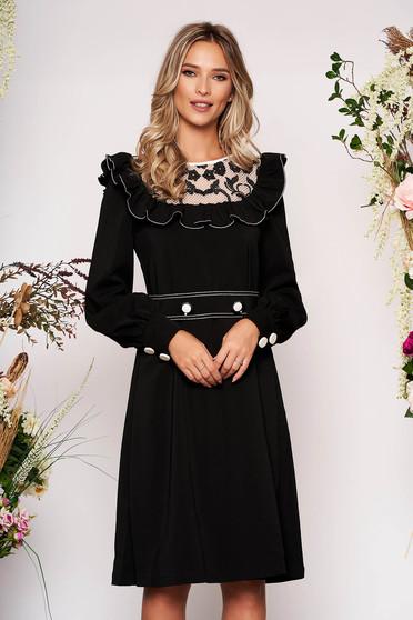 Fekete LaDonna elegáns ruha rugalmatlan szövetből fodros csipke díszítéssel és övvel ellátva
