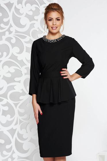 Fekete elegáns midi ruha enyhén elasztikus szövet peplum strassz köves díszítés övvel ellátva