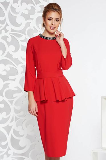 Piros elegáns midi ruha enyhén elasztikus szövet peplum strassz köves díszítés övvel ellátva