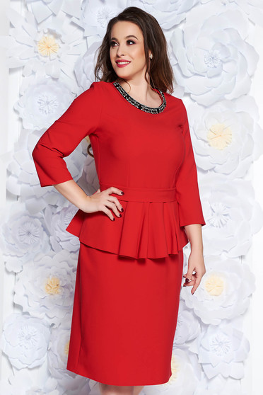 2071cb1031 Piros elegáns midi ruha enyhén elasztikus szövet peplum strassz köves díszítés  övvel ellátva