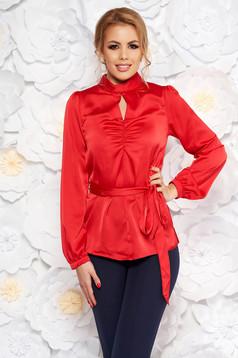 Piros női blúz bő szabás szatén anyagból övvel ellátva