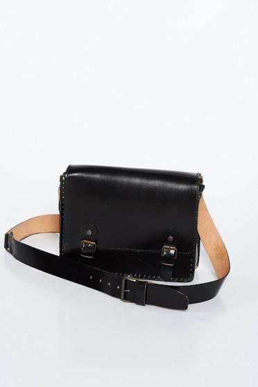 Fekete casual táska hosszú, állítható pánt egy belső zsebbel ellátott rekesz