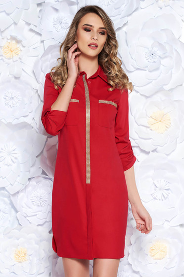 Piros egyenes casual ruha enyhén rugalmas anyag csillogó kiegészítők