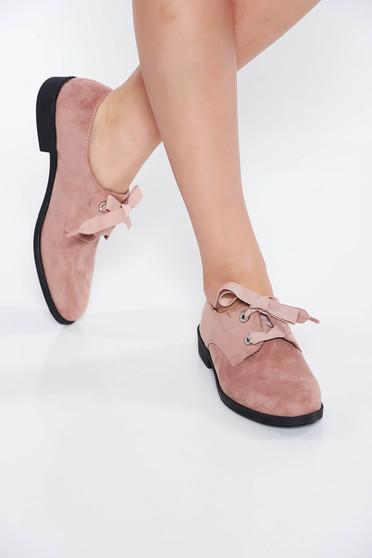 Világos rózsaszín cipő casual műbőr a talp nagyon könnyű fűzővel köthető meg