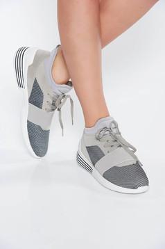 Szürke casual lapos talpú sport cipő fűzővel köthető meg