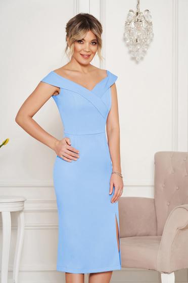 Kék StarShinerS alkalmi ruha szűk szabás v-dekoltázzsal a vállakon