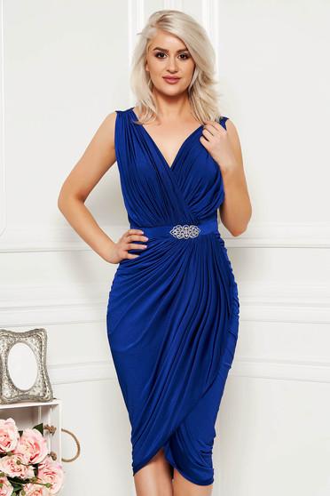 1ea6db397e Kék alkalmi szűk szabású átfedéses ruha strasszos kiegészítővel vékony  anyagból
