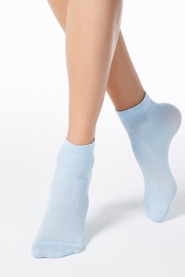Világoskék zokni rugalmas anyag háló típus