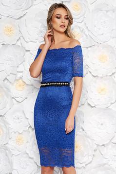 Kék StarShinerS alkalmi midi ruha szűk szabás csipkés anyag belső béléssel övvel ellátva